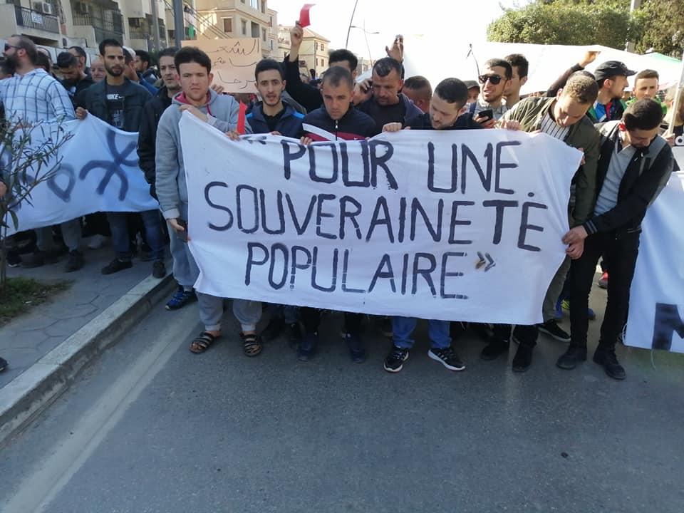 Une grandiose marche à Béjaïa le vendredi 01 mars 2019 contre le système  - Page 4 1644