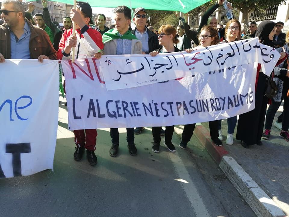 Une grandiose marche à Béjaïa le vendredi 01 mars 2019 contre le système  - Page 4 1645