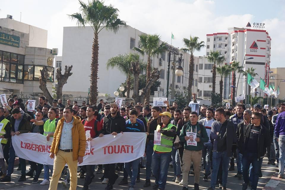 marche des libertés le 10 décembre 2018 à Bejaia pour libérer Merzouk Touati et tous les détenus d'opinion - Page 2 20225
