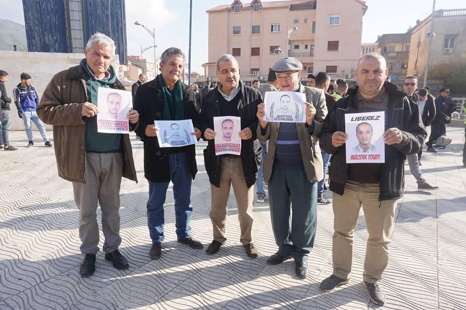 marche des libertés le 10 décembre 2018 à Bejaia pour libérer Merzouk Touati et tous les détenus d'opinion - Page 2 20233