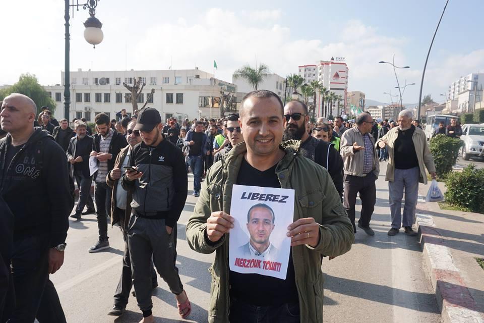 marche des libertés le 10 décembre 2018 à Bejaia pour libérer Merzouk Touati et tous les détenus d'opinion - Page 2 20234