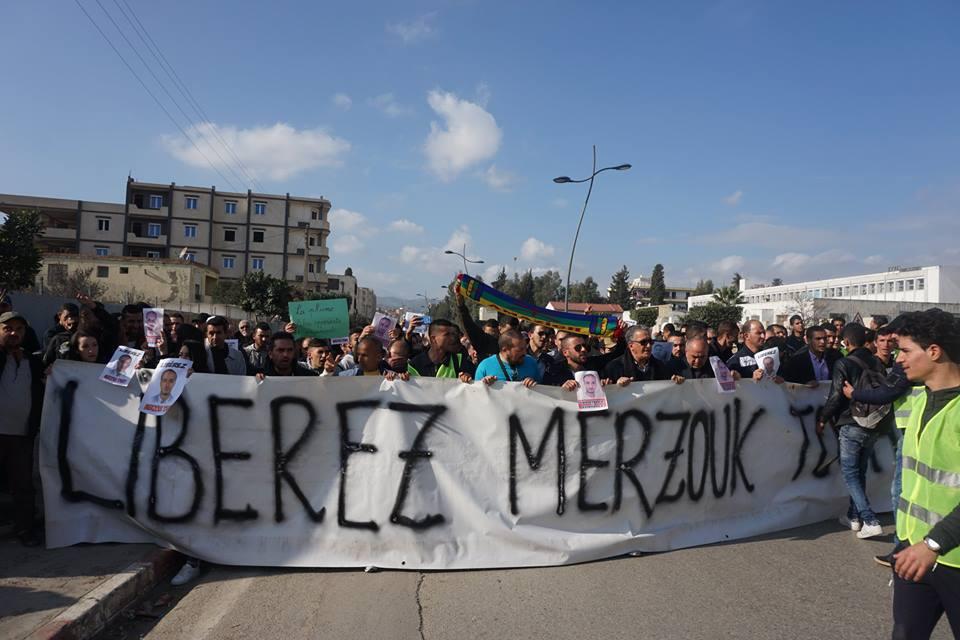 marche des libertés le 10 décembre 2018 à Bejaia pour libérer Merzouk Touati et tous les détenus d'opinion - Page 2 20235