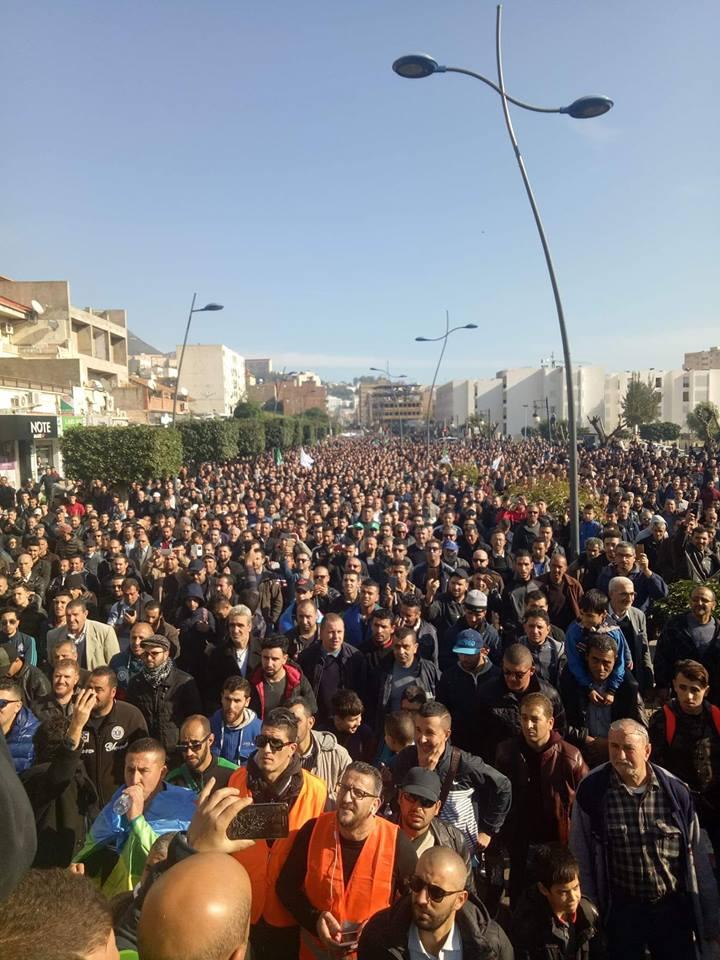 Des milliers de manifestants battent le pavé pour la cause de Cevital à Béjaïa 11 décembre 2018 20272