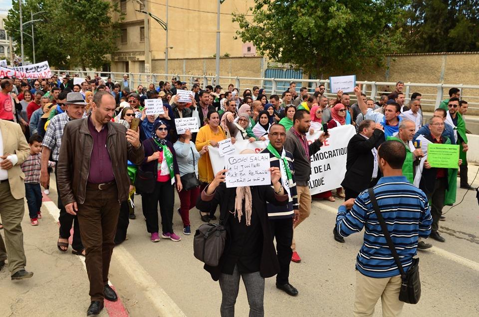 Mardi, 21 mai 2019, la communauté universitaire de Bejaia ainsi que les robes noires réitèrent leur ras-le-bol des manigances de Gaid et consorts. 2307