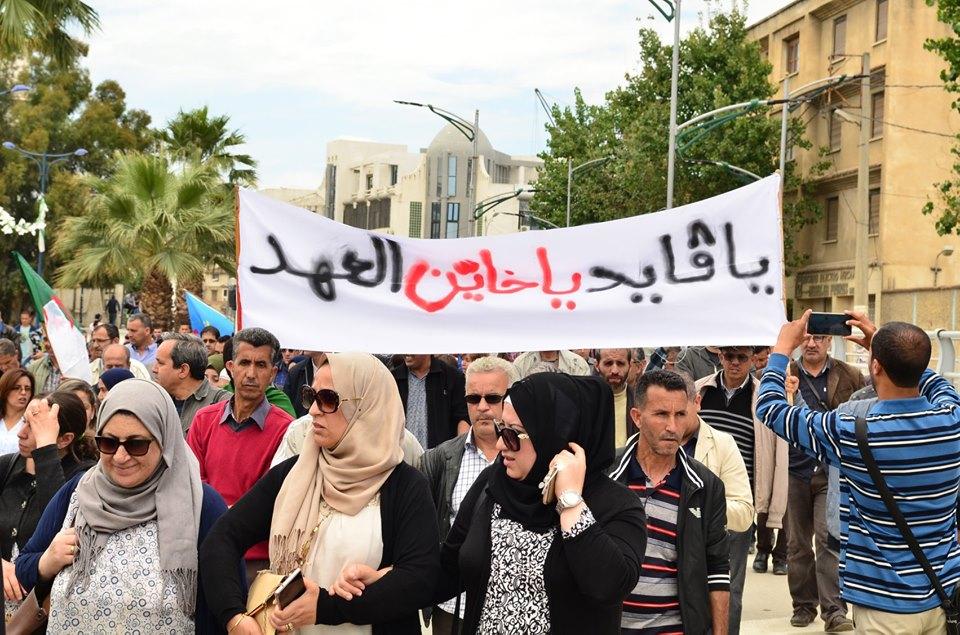 Mardi, 21 mai 2019, la communauté universitaire de Bejaia ainsi que les robes noires réitèrent leur ras-le-bol des manigances de Gaid et consorts. 2323