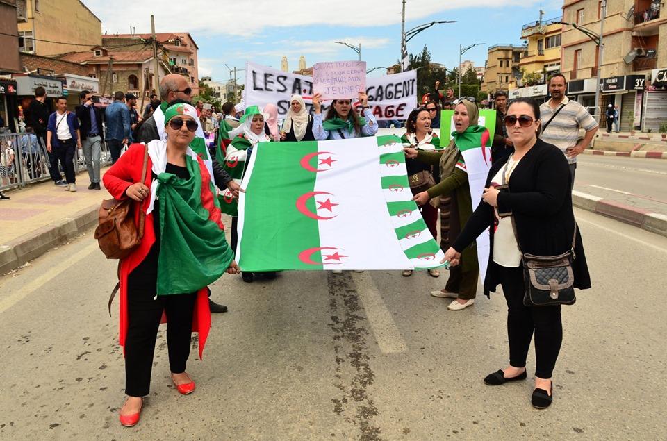 Mardi, 21 mai 2019, la communauté universitaire de Bejaia ainsi que les robes noires réitèrent leur ras-le-bol des manigances de Gaid et consorts. 2326