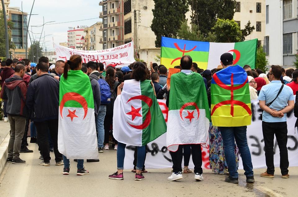 Mardi, 21 mai 2019, la communauté universitaire de Bejaia ainsi que les robes noires réitèrent leur ras-le-bol des manigances de Gaid et consorts. 2329