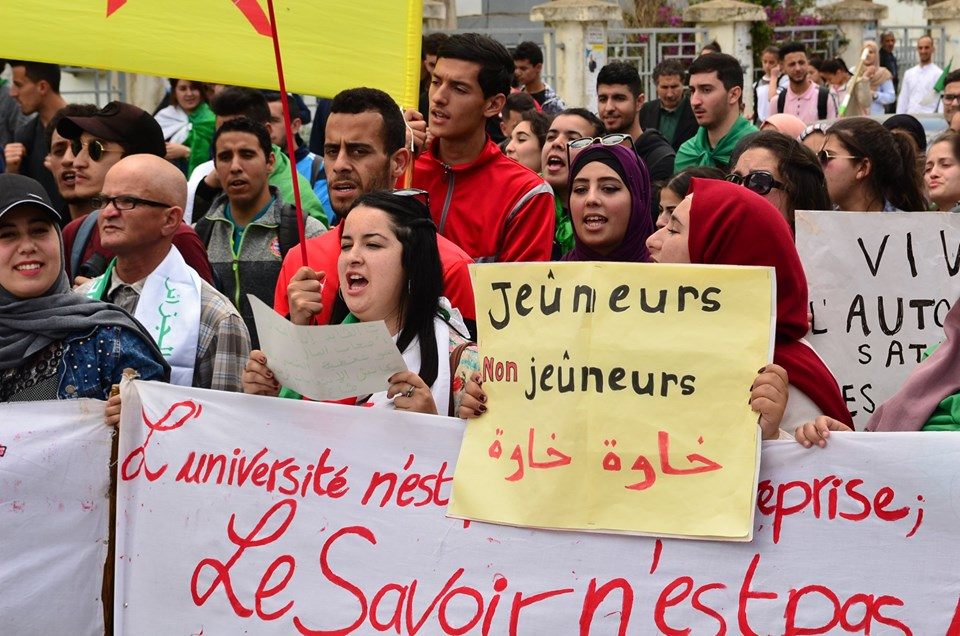 Mardi, 21 mai 2019, la communauté universitaire de Bejaia ainsi que les robes noires réitèrent leur ras-le-bol des manigances de Gaid et consorts. 2330