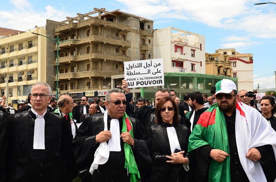 Mardi, 21 mai 2019, la communauté universitaire de Bejaia ainsi que les robes noires réitèrent leur ras-le-bol des manigances de Gaid et consorts. 2334