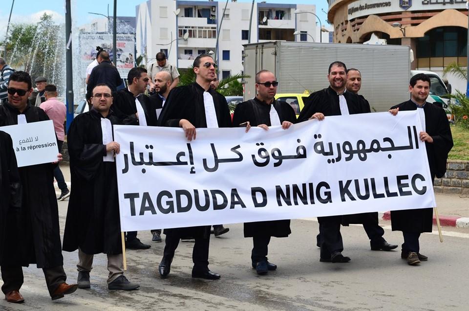 Mardi, 21 mai 2019, la communauté universitaire de Bejaia ainsi que les robes noires réitèrent leur ras-le-bol des manigances de Gaid et consorts. 2335