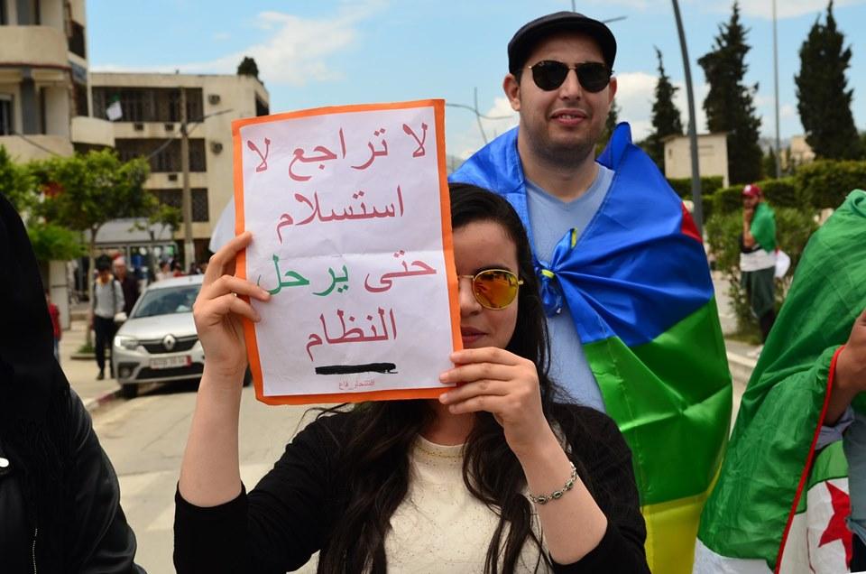 Mardi, 21 mai 2019, la communauté universitaire de Bejaia ainsi que les robes noires réitèrent leur ras-le-bol des manigances de Gaid et consorts. - Page 2 2340
