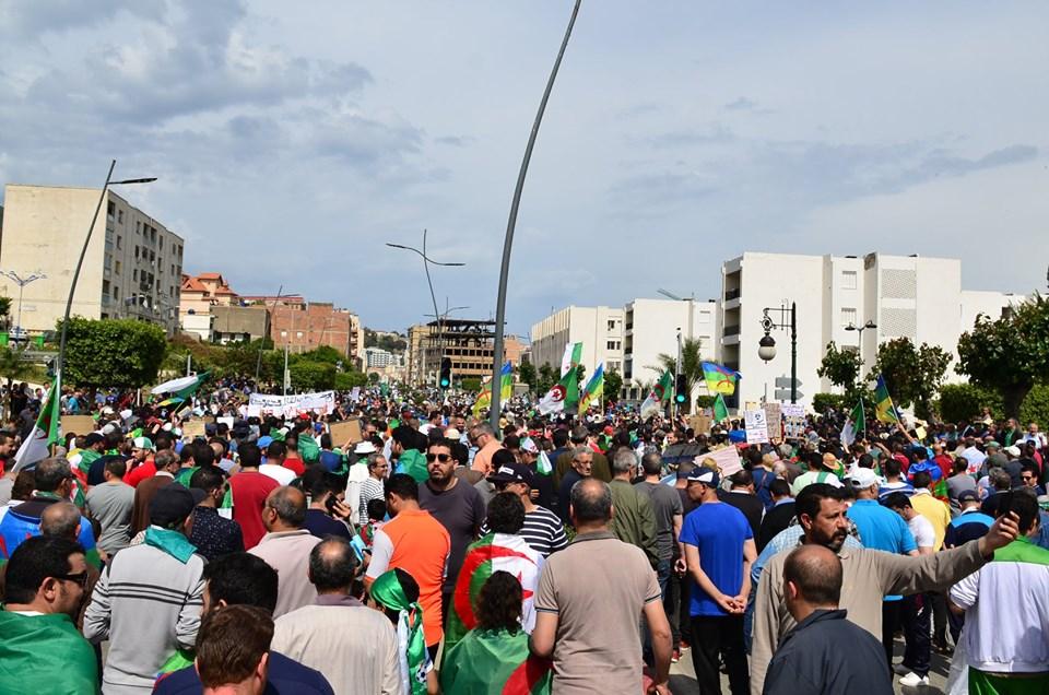 Bejaia, 24 mai 2019, Acte 14. Mobilisation massive et déterminée à faire chavirer le plan de Gaid et consorts - Page 2 2432