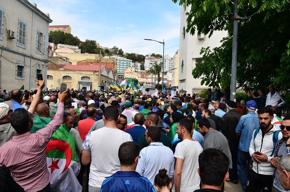 Bejaia, 24 mai 2019, Acte 14. Mobilisation massive et déterminée à faire chavirer le plan de Gaid et consorts - Page 2 2438