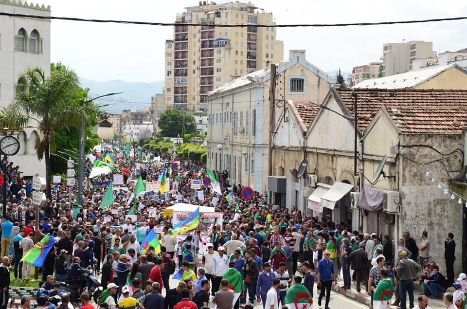 Bejaia, 24 mai 2019, Acte 14. Mobilisation massive et déterminée à faire chavirer le plan de Gaid et consorts - Page 2 2439