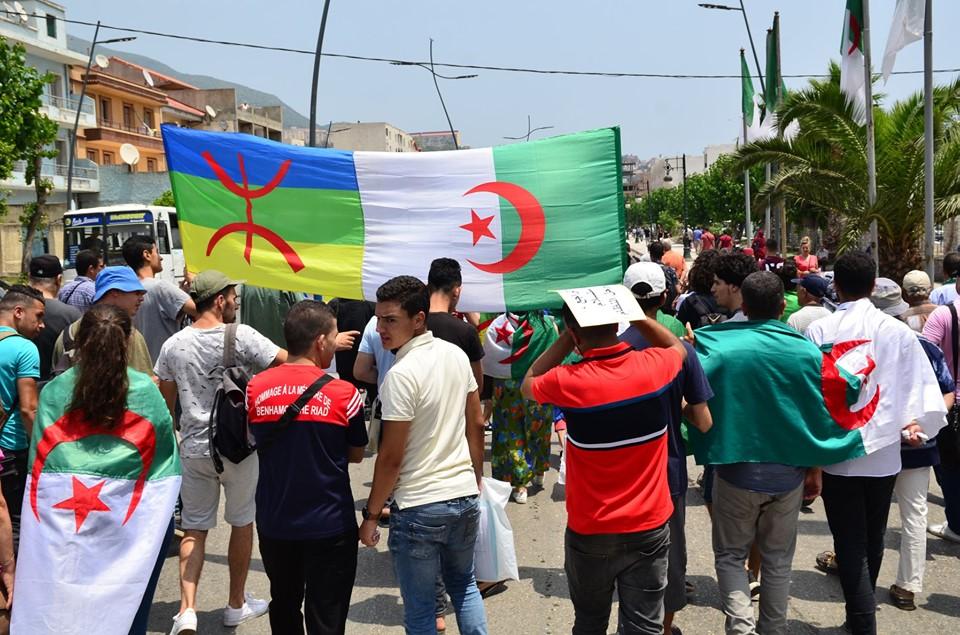 Bejaia: Mardi, 02 Juillet 2019. Dix-neuvième marche de la communauté universitaire pour dénoncer la justice aux ordres et exiger la libération de tous les détenus d'opinion. 572
