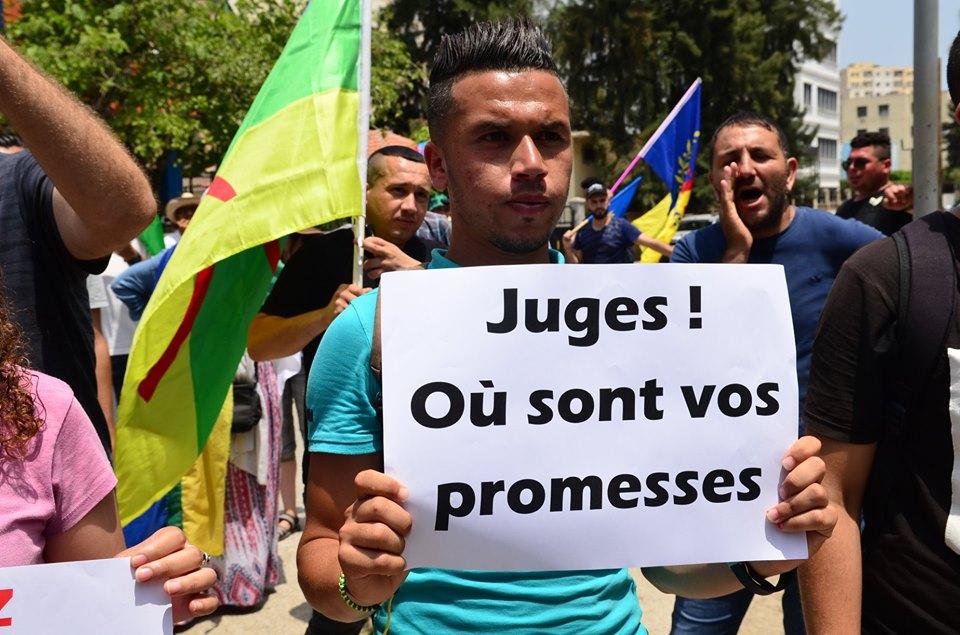 Bejaia: Mardi, 02 Juillet 2019. Dix-neuvième marche de la communauté universitaire pour dénoncer la justice aux ordres et exiger la libération de tous les détenus d'opinion. 586