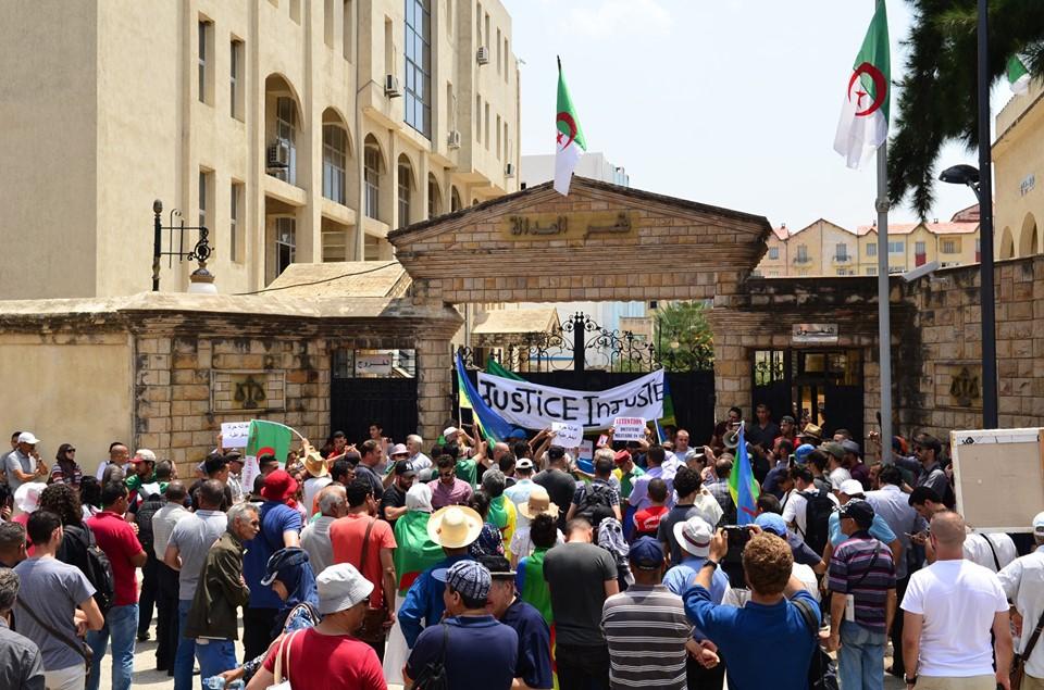 Bejaia: Mardi, 02 Juillet 2019. Dix-neuvième marche de la communauté universitaire pour dénoncer la justice aux ordres et exiger la libération de tous les détenus d'opinion. 588