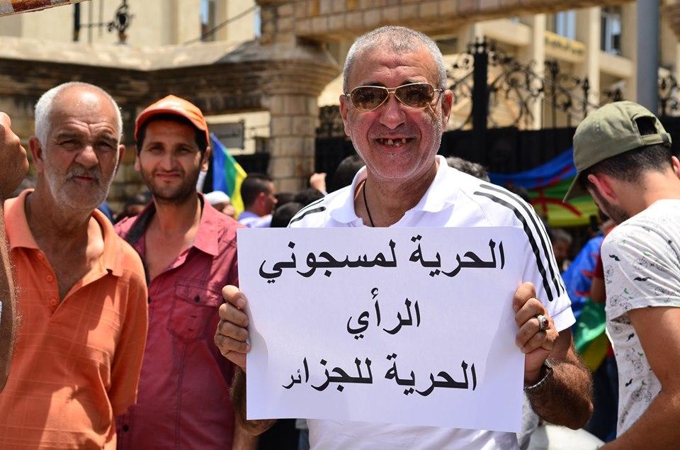 Bejaia: Mardi, 02 Juillet 2019. Dix-neuvième marche de la communauté universitaire pour dénoncer la justice aux ordres et exiger la libération de tous les détenus d'opinion. 589