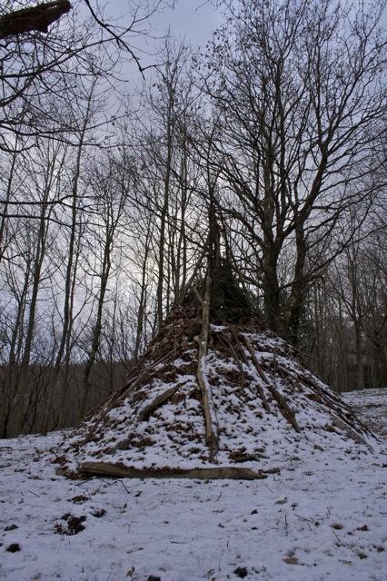 [Abri] Hutte de camp de base façon tchoum sibérien Tchum110