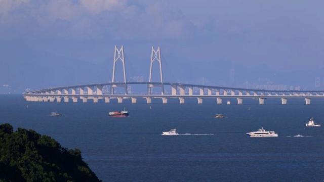 La Chine inaugure le plus grand pont maritime du monde, qui la relie à Hong Kong et Macao Xvme6210
