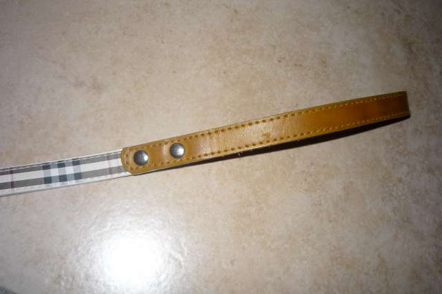 """Laisse """"Burberry's"""" neuve (synthétique) chien moyen 20points P1210438"""