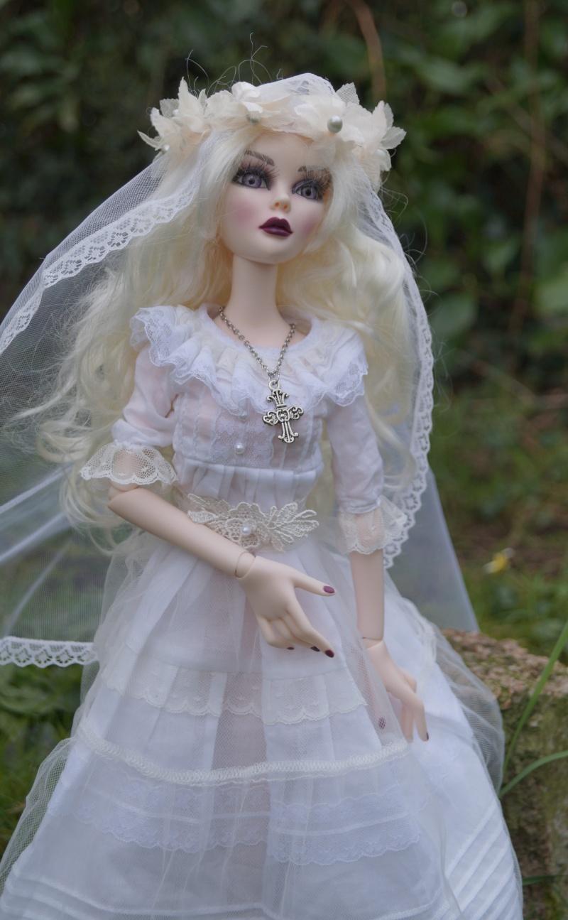 Evangeline en marièe du cimetière  par Mellody Dsc01115