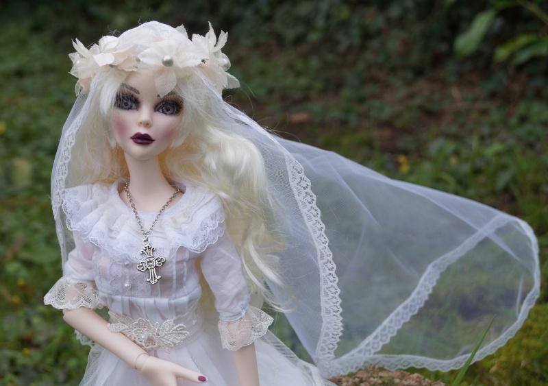Evangeline en marièe du cimetière  par Mellody Dsc01116
