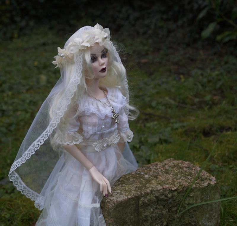 Evangeline en marièe du cimetière  par Mellody Dsc01123