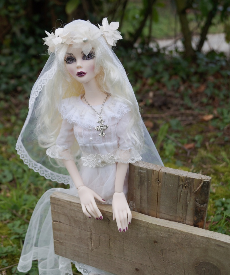 Evangeline en marièe du cimetière  par Mellody Dsc01124