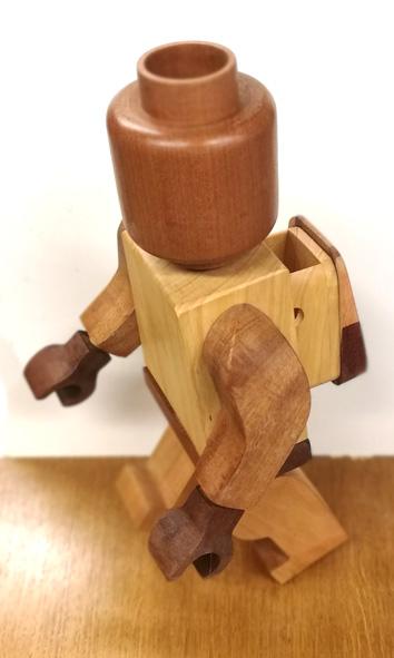 Il marche le bonhomme en bois Legode11