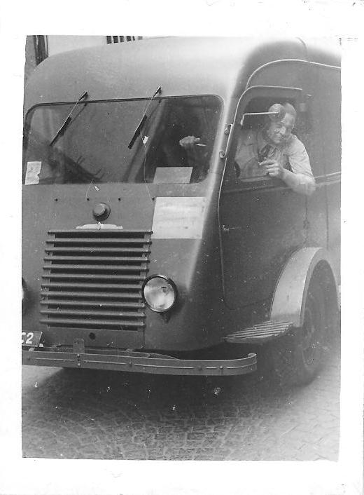 Images diverses du passé - Page 2 Renaul10