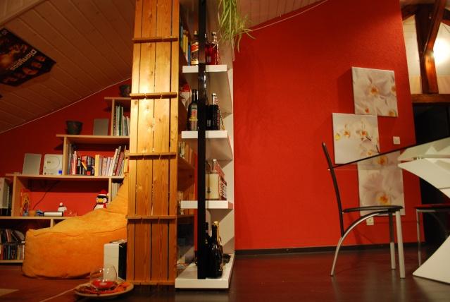s paration entre meuble moderne et bois clair. Black Bedroom Furniture Sets. Home Design Ideas