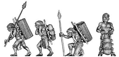 figurines de femmes en civil mais armées Porteu10