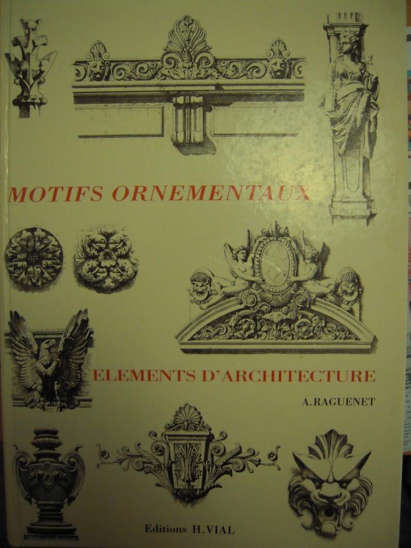 Livres et sculpture, divers, placard. Dscn0918
