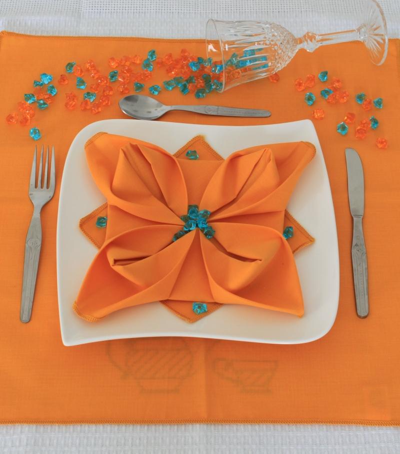 Concours du mois de mars 2010. Thème : Art de la table Img_0315