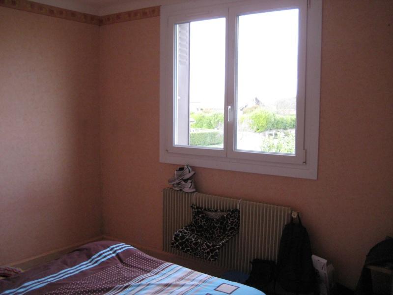 chambre beige et prune
