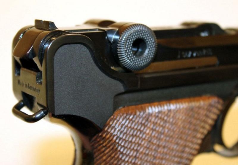 P08 commémo à vendre Pistol12
