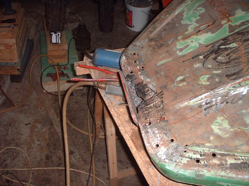 Un D25 en cours de restauration 2002_010