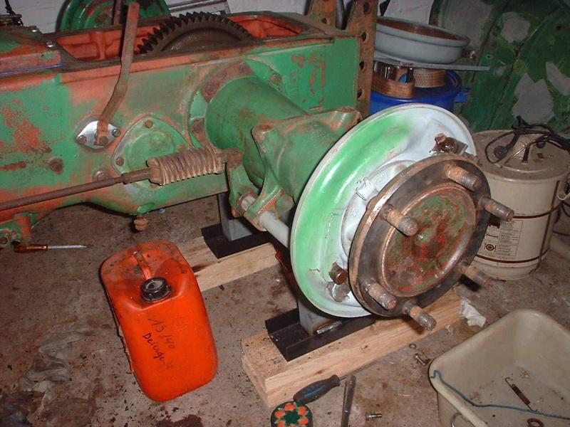 Un D25 en cours de restauration 2002_011