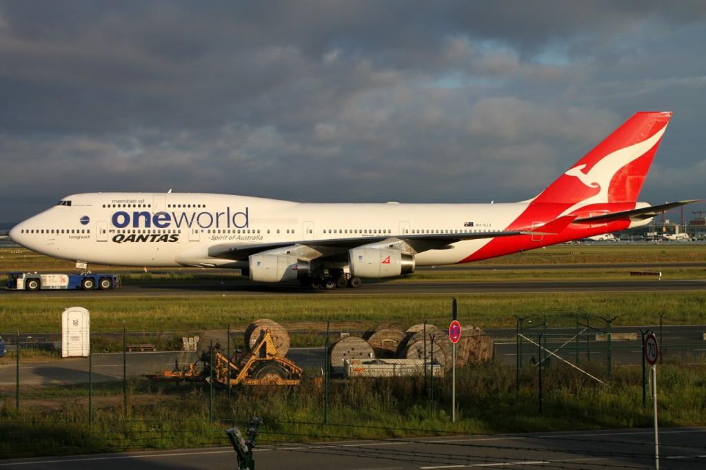 Qantas in FRA Vh-oju10