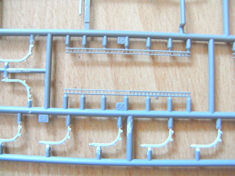 leichter Kreuzer Emden 1:350 von Revell Pict0224
