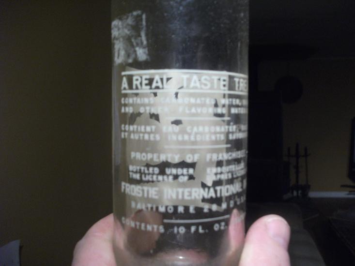 pourquoi il y a toujours une bouteille mystère? Photo_91