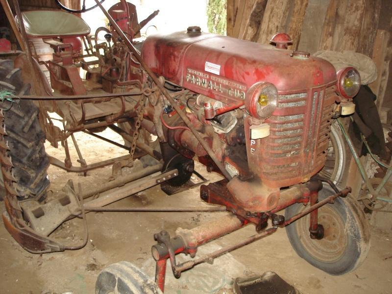 un 411 parmi les tracteurs agricoles à PEZET LE ROBERT (72) Farmal11