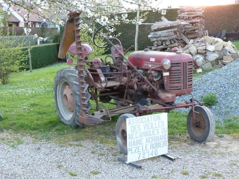 un 411 parmi les tracteurs agricoles à PEZET LE ROBERT (72) P1000111