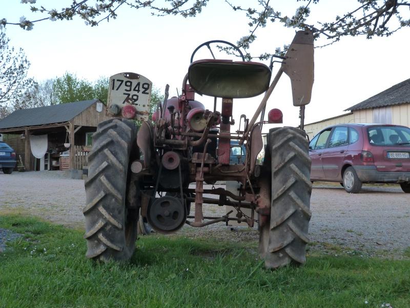 un 411 parmi les tracteurs agricoles à PEZET LE ROBERT (72) P1000113