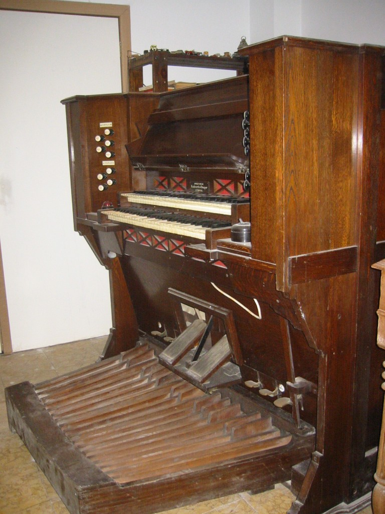 Apollo reed organ Img_0010