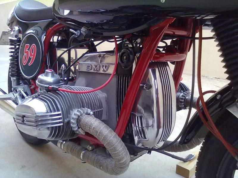 C'est ici qu'on met les bien molles....BMW Café Racer - Page 6 Motor512