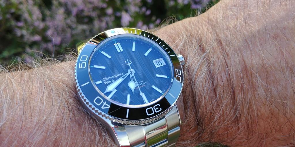ward - La montre de plongée Christopher Ward C60 Trident COSC 600 mouvement SH21  20180832