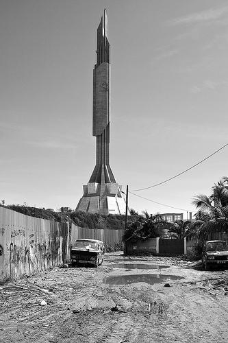 Mausolée d'Agostinho Neto, Luanda, Angola [touvé par zebramannn] - Page 2 Mausol10