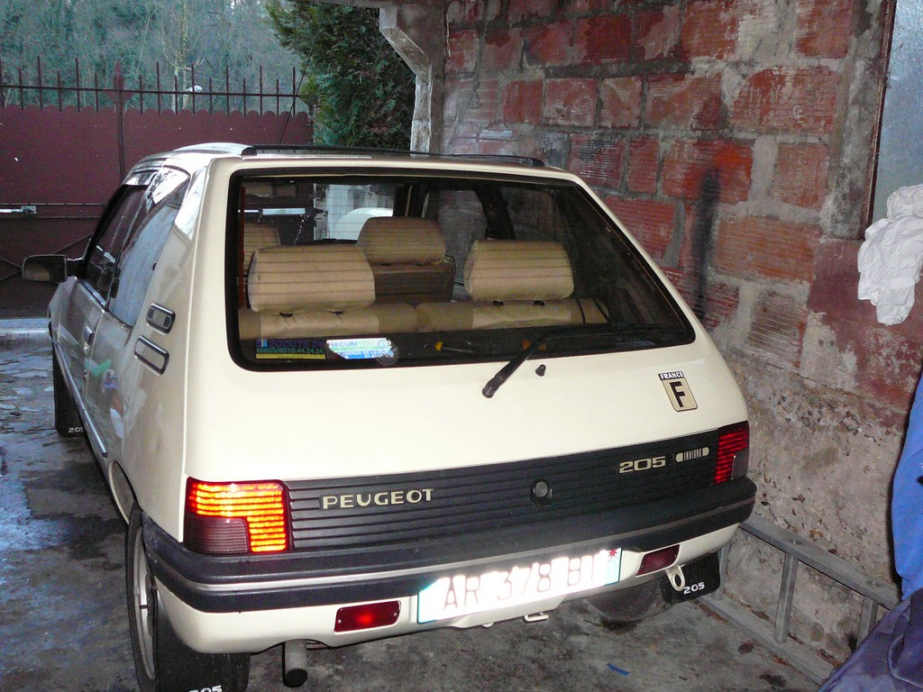 [Vendu] Peugeot 205 Indiana. - Page 2 P1060215